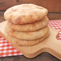 Zobrazit Pita chléb receptů Bread Recipes, Baking Recipes, Home Baking, Sourdough Bread, Naan, Dumplings, Bread Baking, Sandwiches, Bakery