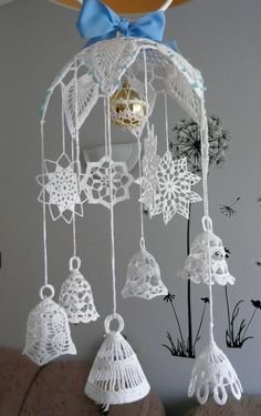 Make the most beautifully handmade Christmas lace ornaments for a more nostalgic note in the home's Christmas decorations during the holidays. Crochet Christmas Wreath, Crochet Snowman, Crochet Christmas Decorations, Crochet Ornaments, Christmas Crochet Patterns, Holiday Crochet, Crochet Snowflakes, Christmas Bells, Crochet Home