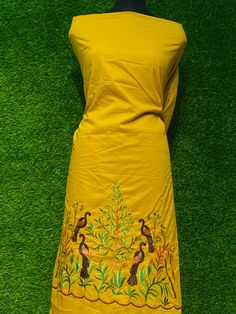 Hand Painted Dress, Painted Clothes, Embroidery Suits Punjabi, Punjabi Salwar Suits, Colour Contrast, Manish, Embroidery Designs, Summer Dresses, Color