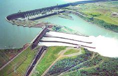 """""""Represa de Itaipu"""". 'Usina Hidrelétrica de Itaipu'. Binacional, Brasil e Paraguai. # Foz do Iguaçu / Ciudad del Este."""