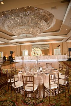 1000 images about ballrooms on pinterest 3d wall panels crystal chandeliers and hotels - Leer capitonne ...