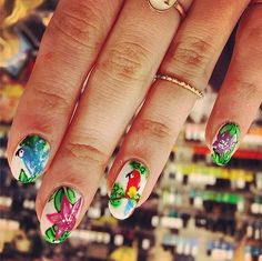 This Tropical nail art will catch everyone's eye this Summer.