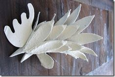 Rosi Jo ': How to make a rooster with egg carton Super Cola, Diy And Crafts, Paper Crafts, Paper Mache Sculpture, Cardboard Art, Bird Art, Paper Cutting, Quilling, Paper Flowers