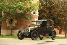 1913 Renault Type DP Coupé Chauffeur par Renaudin et Besson Vintage Cars, Antique Cars, Renault Nissan, Collector Cars, Belle Epoque, Old Cars, Motor Car, Motorbikes, Classic Cars