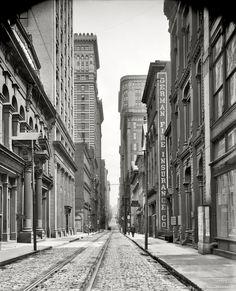 "Pittsburgh, Pennsylvania, circa 1905. ""Pittsburgh Wall Street (4th Avenue)."""