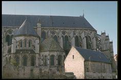 Soissons Cathedra south Transept.                                   http://boc.mtholyoke.edu/acad/intdept/pnp/images/cath1-38.jpg