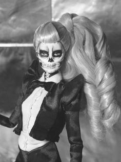 Are you effing kidding me! A Lady Gaga Skull girl Barbie doll! I Absolutely LOVE her to death! Zombie Barbie, Bad Barbie, Barbie And Ken, Barbie Halloween, Girl Barbie, Halloween Zombie, Zombie Girl, Barbie Style, Barbie Dream
