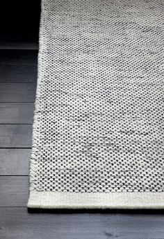 Black and white hand-woven wool carpet from Danish Linie Design. Even being black & white this carpet is not too graphic so it is not too dominant and does not limit too much the choice of your home accessories. Interior Rugs, Interior Styling, Interior Decorating, Wool Carpet, Rugs On Carpet, Textiles, Tapis Design, Floor Rugs, Soft Furnishings
