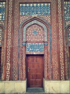 Çifte Minare Medresesi, iç avlu kapısı - Sivas Church Pews, Hollow Core Doors, Unique Doors, Islamic World, Unusual Art, Door Wall, Old Doors, Entrance Doors, Painted Doors