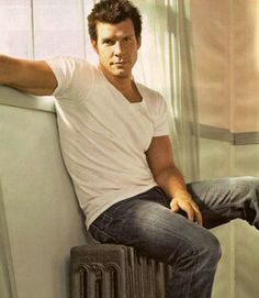 Eric Mabius of Ugly Betty fame... need him back on our TV screens!!
