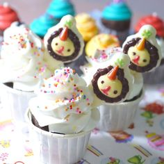 Leo the lion cupcakes.