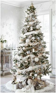 Here are 100 best Christmas Trees ideas. These Christmas Trees decor ideas & inspirations will help you in your Christmas decorations & Christmas tree decor Pretty Christmas Trees, Silver Christmas Decorations, Woodland Christmas, Christmas Tree Themes, Noel Christmas, Rustic Christmas, Christmas Photos, Christmas Projects, Magical Christmas