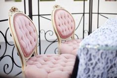 Absolutely love these chairs! Would love something like this for the bride and grooms chairs. Pink Wedding Theme, Vintage Wedding Theme, Rustic Wedding, Wedding 2017, Vintage Weddings, Summer Wedding, Dream Wedding, Pink Themes, Color Themes