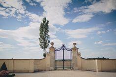 Hochzeitslocation: Willkommen auf dem Schloss Niederweiden. Foto (c) thomassteibl.com