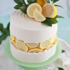 When life gives you lemons ? - you make a lovely lemon slice fault line cake! Credit: When life gives you lemons ? - you make a lovely lemon slice fault line cake! Bon Dessert, Dessert Aux Fruits, Dessert Food, Orange And Almond Cake, Lemon Buttercream, Blueberry Cake, Raspberry Cake, Lemon Slice, Almond Cakes