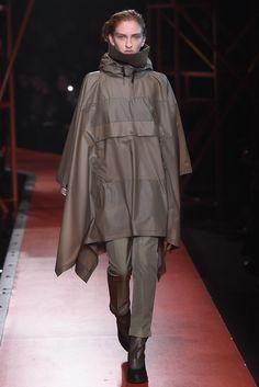 Hunter Original Fall 2015 Ready-to-Wear Fashion Show Trend Council, Fashion Show, Fashion Design, Fashion Trends, Rain Gear, Hunter Original, Fall 2015, Casual Wear, Catwalk