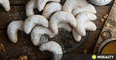 Ki ne szeretné az omlós mákos, diós vagy gesztenyés hókiflit sok hófehér porcukorral a tetején? Jöjjön az imádnivaló karácsonyi sütink több változatban! Stuffed Mushrooms, Cookies, Vegetables, Desserts, Food, Tailgate Desserts, Biscuits, Deserts, Veggies