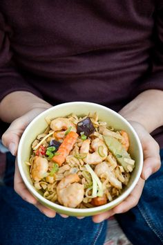 shrimp curry noodles - does that make you want to curl up with a bowl or what?