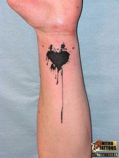 tatuajes de corazones en el brazo