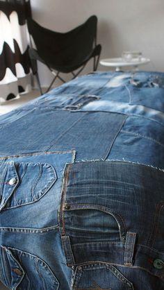Vanhojen farkkujen kierrätys päiväpeitoksi.