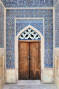 Door and beautiful tiles in Esfahan, Iran, Photo by Catalin Marin