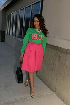 I want to recreate this outfit. Alpha Kappa Alpha Sorority 1908 AKA pink and green outfits Aka Sorority, Alpha Kappa Alpha Sorority, Sorority And Fraternity, Jean Outfits, Cute Outfits, Fall Outfits, Aka Paraphernalia, Sorority Outfits, Collor