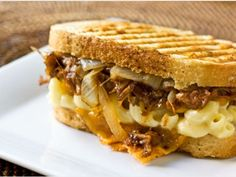 3 way sandwich. grilled mac n' cheese. OR pulled pork grilled cheese. OR grilled pulled pork mac n' cheese. Sandwiches, Pork Sandwich, Soup And Sandwich, Sandwich Recipes, Pizza Recipes, Dinner Recipes, Grilled Mac And Cheese, Mac Cheese, Pork Recipes