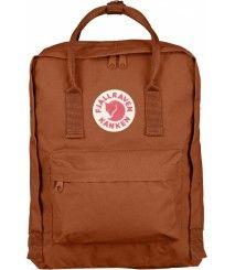 The Kanken backpack from Fjallraven is the classic backpack from Sweden with the familiar red fox logo seen everywhere. Mochila Kanken, Mochila Jansport, Pink Kanken, Kånken Rucksack, Backpack Bags, Tote Bag, Red Backpack, Kanken Backpack Mini, Shopping