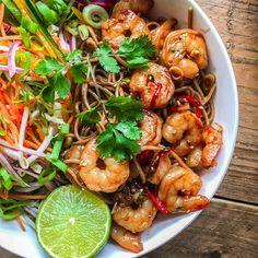 Heerlijke garnalen met groente en soba noedels met een Thais tintje!