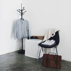 Minimal setup for svperbia.  @svperbia_life @knownasovan  #minimalmovement #minimalmood #whywhiteworks #svperbia #instagram #photography #product #ideas #packshot #leathergoods #fossil #mensfashion #dapper #gentleman