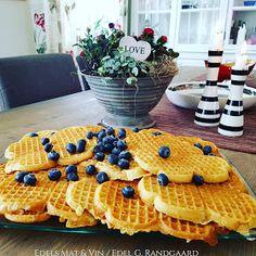 : Sukkerfri Vafler med kefir og havregryn ♥ Kefir, Kids Meals, Healthy Snacks, Nom Nom, Healthy Living, Goodies, Food And Drink, Low Carb, Breakfast