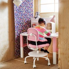 A girl sitting on a white/pink swivel chair by a white/pink height adjustable desk doing her homework. Simple Girls Bedroom, Kids Bedroom, Toddler Room Decor, Kids Decor, Ikea Kids Desk, Study Room Kids, Study Desk, Ikea Portugal, Kid Spaces
