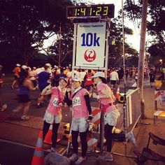 Runners pose for a photo at the mark! Marathon, Runners, Poses, Hallways, Figure Poses, Marathons, Joggers, Runner Rugs