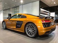 "432 Likes, 5 Comments - AudiZentrumFrankfurt (@audizentrumfrankfurt) on Instagram: ""Der Audi R8 in Orange Perleffekt! #R8 #audir8 #audiexclusive…"""