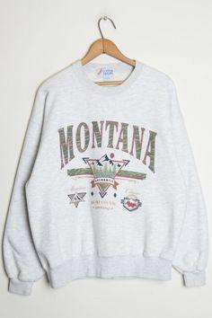 Big sky montana sweatshirt in 2019 stuff to buy sweater outfits. Sweater Outfits, Cute Outfits, Cute Vintage Outfits, Tokyo Street Fashion, Big Sky Montana, Mode Ootd, Cute Sweatshirts, Sweatshirts Vintage, Outfit Sets