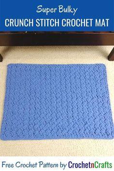 Free super bulky crunch stitch crochet mat pattern. It's a small mat, but you can easily adjust the size in a multiple of two. #crochet #mat #crochetmat #freecrochetpattern #crochetncrafts