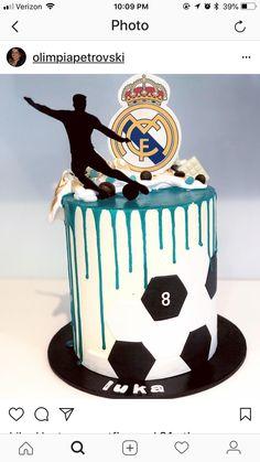 Pastel Dany pasto abajo y silueta Soccer Birthday Cakes, Spiderman Birthday Cake, 9th Birthday Cake, Elegant Birthday Cakes, Soccer Cakes, Christening Cake Girls, Sports Themed Cakes, Sport Cakes, Wedding Cake Stands