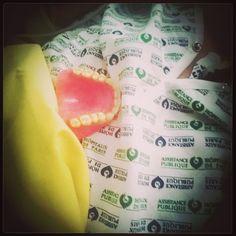 Devine qui vient diner. #Teeth #denture