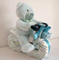 How to make a motorcycle nappy cake for a baby shower. Motorcycles themed diaper bags, covers, stacker and socks. The perfect birthday gift for a baby shower. Don't forget a diaper cake poem. Instructions, ideas and pictures. Baby Shower Nappy Cake, Baby Nappy Cakes, Idee Baby Shower, Baby Shower Crafts, Shower Bebe, Baby Shower Diapers, Diaper Cakes, Baby Crafts, Baby Boy Shower