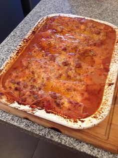 Al horno tapada con papel de aluminio por 15 minutos, terminar con la lasagna destapada bajo el grill hasta que dore