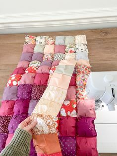 Quilting For Beginners, Quilting Tips, Quilting Tutorials, Quilting Projects, Beginner Quilting, Scrap Fabric Projects, Beginner Quilt Patterns, Puff Blanket, Biscuit Quilt