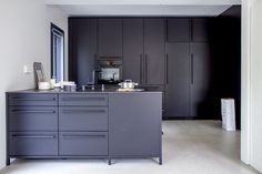 Valanti matta musta keittiö
