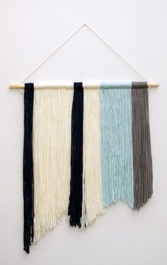 DIY Yarn Wall Hanging Tutorial - http://MichellePhan.com – http://MichellePhan.com