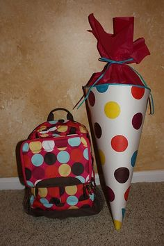 Schultute or school cone tutorial Back 2 School, Too Cool For School, First Day Of School, School Days, Present Wrapping, Wrapping Ideas, Pochette Surprise, Craft Gifts, Cool Kids