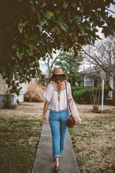 Floral Mountains - Youthful Aspirations. boho top, vintage jeans, wide brim hat and loose french braid.