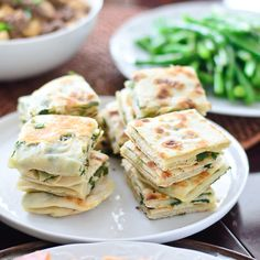 Easy and delicious homemade scallion pancakes Entree Recipes, Healthy Recipes, Party Recipes, Recipes Dinner, Yummy Recipes, Scallion Pancakes, Chinese Restaurant, Appetisers, Asian