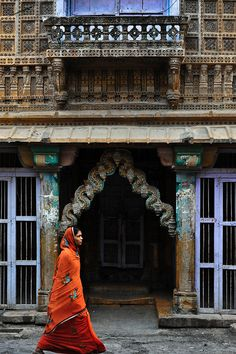 World's Cultures: Wrapped in Red, India. Wonderful world inspirations. See more: http://www.brabbu.com/en/inspiration-and-ideas/