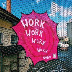 De Londres à Estocolmo, Julia Riordan colore as cidades por onde passa cobrindo…