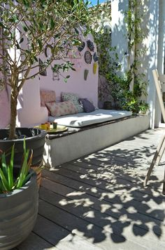 [This is so pretty!  I love the shadow patterns and the pale pink stucco.] Relooking terrasse Slowgarden / Marseille, France.