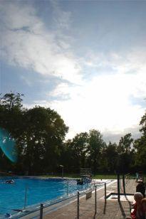 Freibad Kaiserswerth. Mehr auf: http://www.coolibri.de/staedte/duesseldorf/sport/schwimmen-in-duesseldorf/freibad-kaiserswerth.html